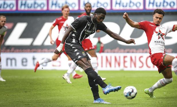 Pourquoi Charleroi n'a-t-il pas transféré de concurrent à Shamar Nicholson ?