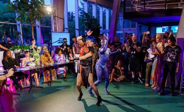 Van de catwalk naar de straat: ballroom als leerschool voor het leven