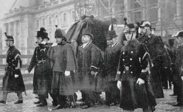 Le 14 décembre 1909, Léopold II sauve l'armée avant de mourir