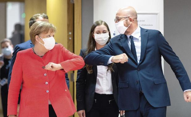 Covid: Merkel déplore l'absence de règles communes pour les voyages dans l'UE