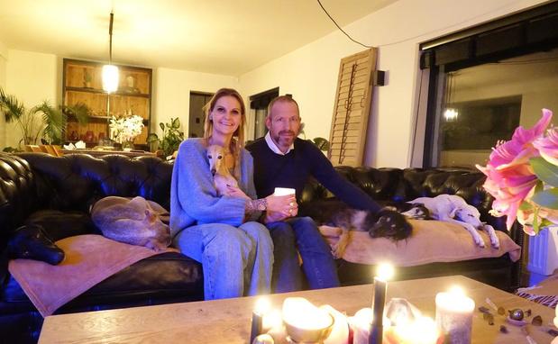 Evie en Franky verkopen lampionzakjes ten voordele van verwaarloosde windhonden