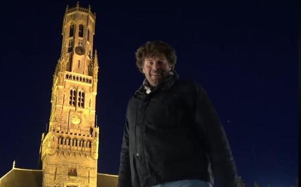 Zo'n 100 mensen verzamelen aan Halletoren in Brugge, politie is 'not amused'