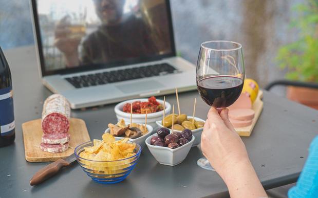 Hoe vaker we online samen eten, hoe ongelukkiger