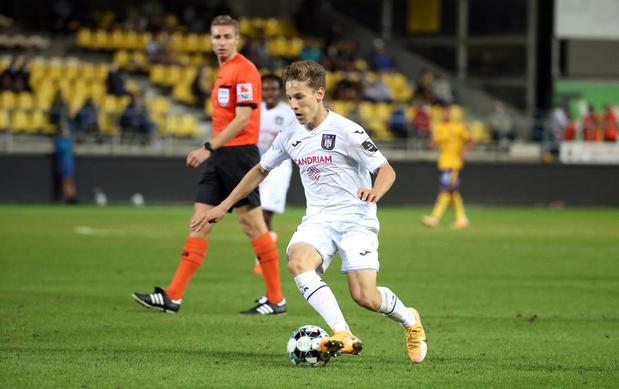 Clubnieuws: Terem Moffi voor recordbedrag naar FC Lorient, Yari Verschaeren heeft corona en Frank Vercauteren onderhandelt met KRC Genk