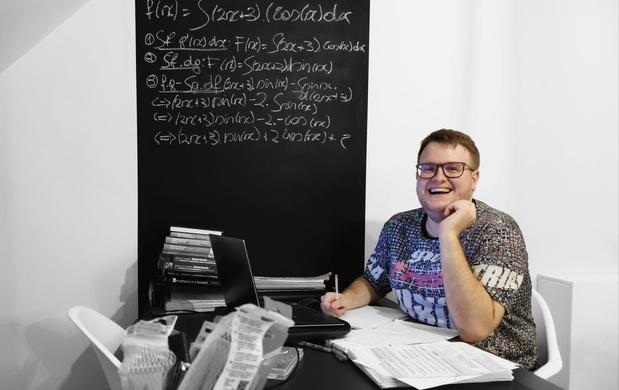 Oostduinkerkse nightlife-fotograaf schoolt zich om tot natuurkundestudent