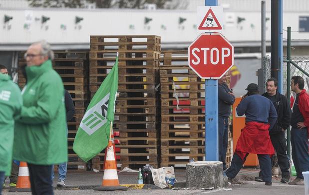 Des grévistes peuvent-ils bloquer des entrepôts?