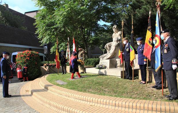 Slachtoffers WOI krijgen bloemenhulde in Oostduinkerke op Monumentdag