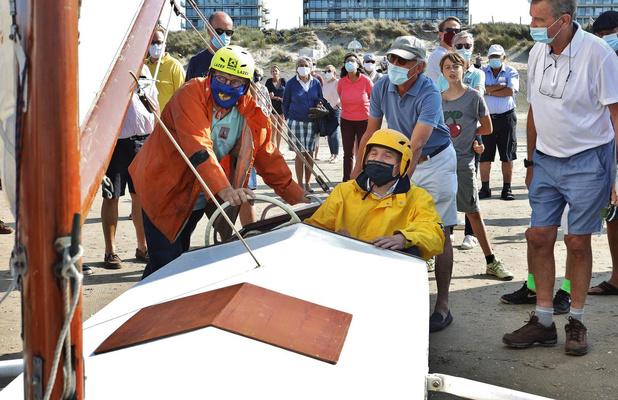 Minister Diependaele bezoekt Historische Zeilwagenrace in De Panne