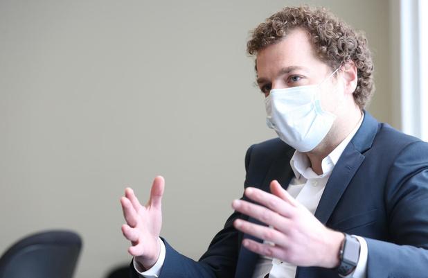 Vaccination obligatoire du personnel soignant: le commissaire covid appelle au débat