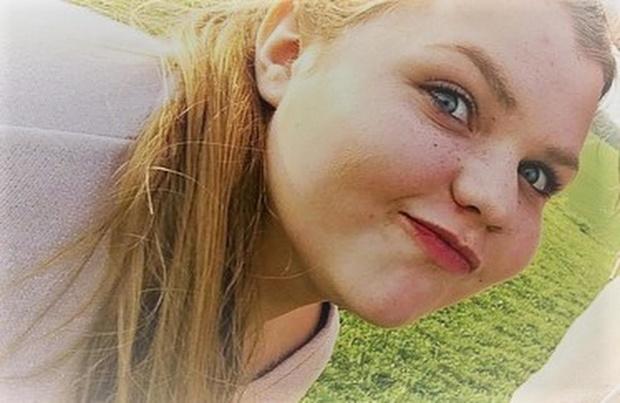 Hannah (19) verliest strijd tegen mucoviscidose, vrienden houden wake
