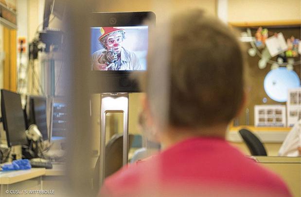 Un robot fait le clown aux Cliniques Saint-Luc