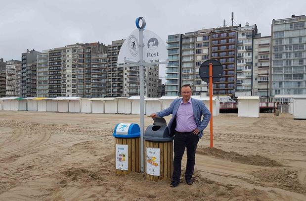 Eerste afvalsorteereilanden op het strand in Blankenberge