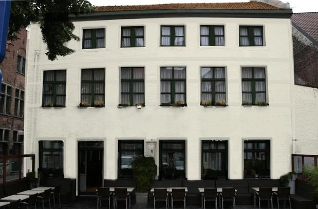 U beslist: krijgt nieuw Brugs café een rode of beige gevel?