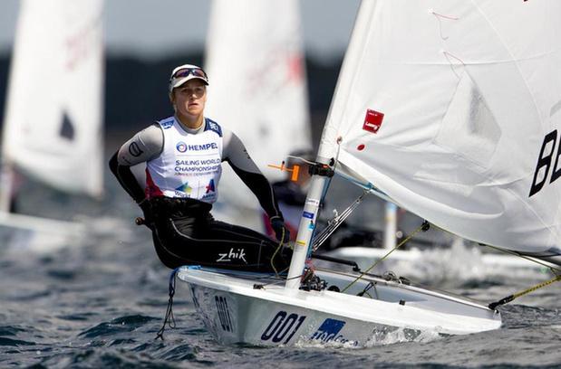 Zeilster Emma Plasschaert klimt één stek naar de vierde plaats