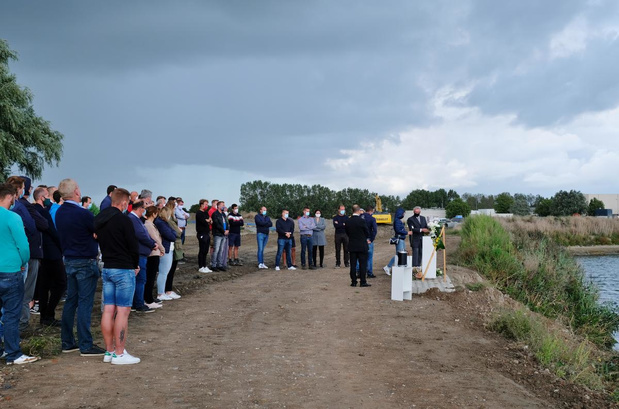 Ingetogen afscheid van Poolse bestuurder die verongelukte op Suikersite in Veurne