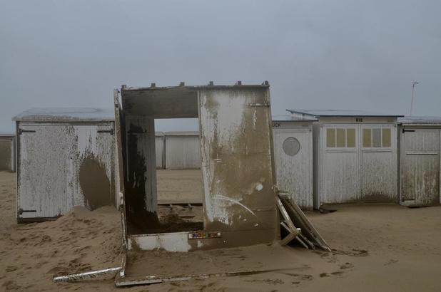 Gemeente vraagt eigenaars om staat van strandcabines dringend te controleren