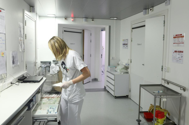 Le KCE appelle à investir 118 millions dans l'encadrement infirmier