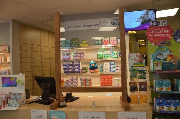 Technische dienst Knokke-Heist maakt wanden uit plexiglas voor apothekers