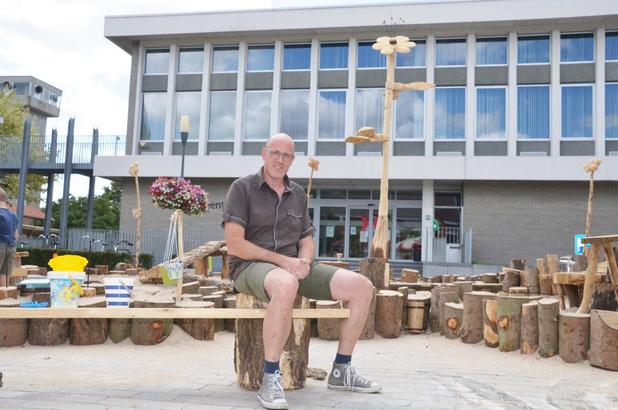 "Wouter bouwt grote zandbak op Martkplein: ""Je kan niet blijven klussen in je eigen woning"""