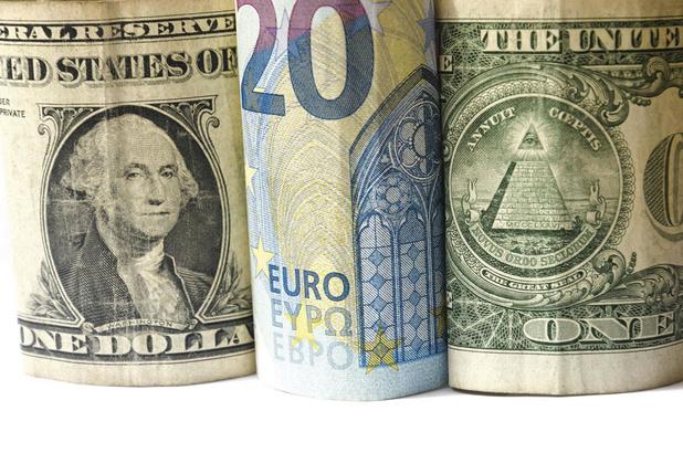 Le dollar déjoue (encore) les pronostics