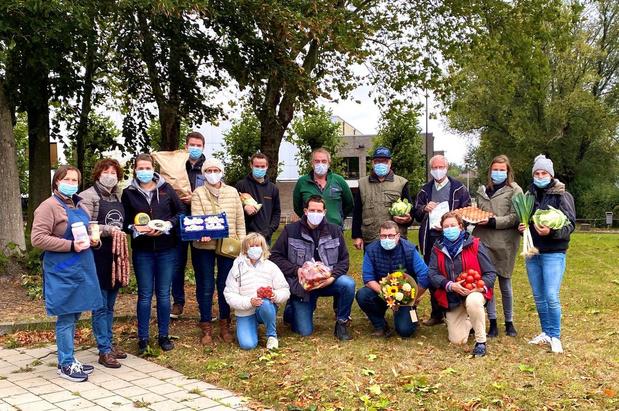 Geen verjaardagseditie boerenmarkt in Tielt, marktkramers delen wel attenties uit