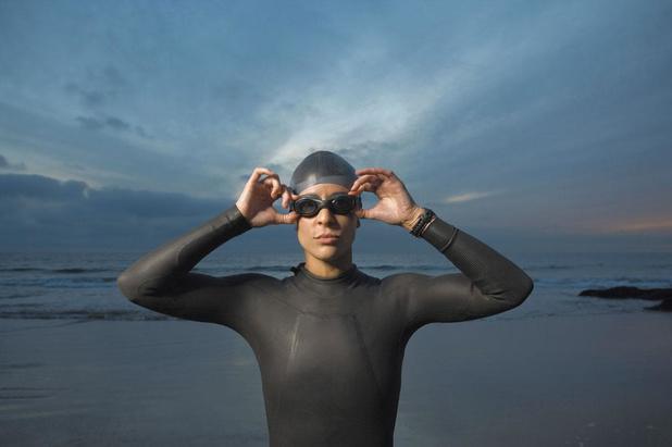 Les femmes plus performantes en natation
