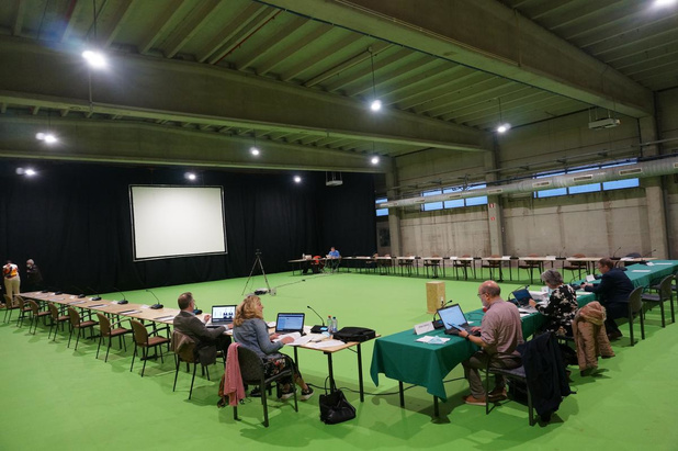 Gemeenteraad vergadert voor het eerst in aangepaste zaal Escolys