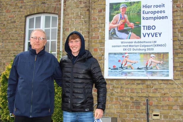 Europees kampioen Tibo Vyvey gehuldigd in zijn Brugse roeivereniging