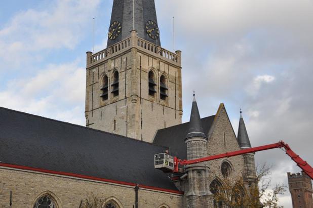 Uurwerk op kerktoren werkt niet door werken aan klokken