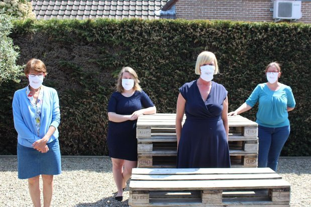 Handelaarsorganisatie Beveren-Leie naait mondmaskers voor de leden