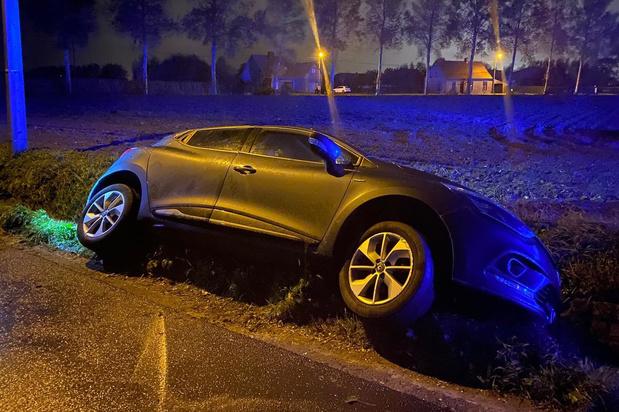 Auto belandt in gracht in Koolkerke, bestuurder lichtgewond