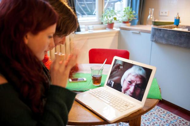 Corona doet oma en opa videobellen