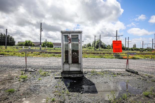 Oostendse treinbestuurders vragen schuilhuisje, maar krijgen aftandse telefooncel