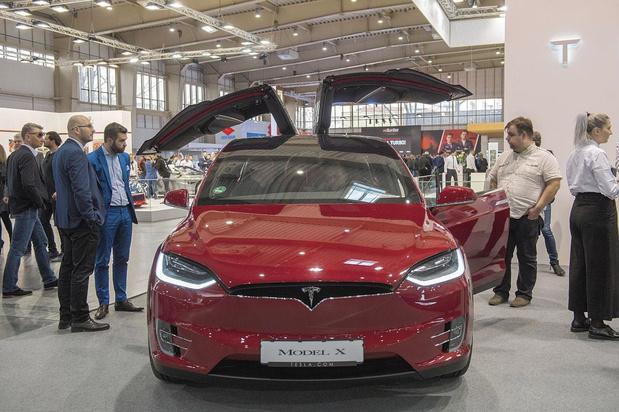 Tesla défie les pronostics