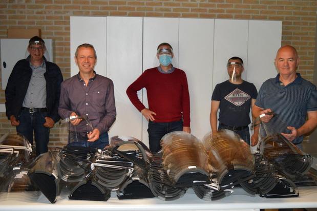 Leerkrachten Poperingse scholen produceren 1.000 faceshields