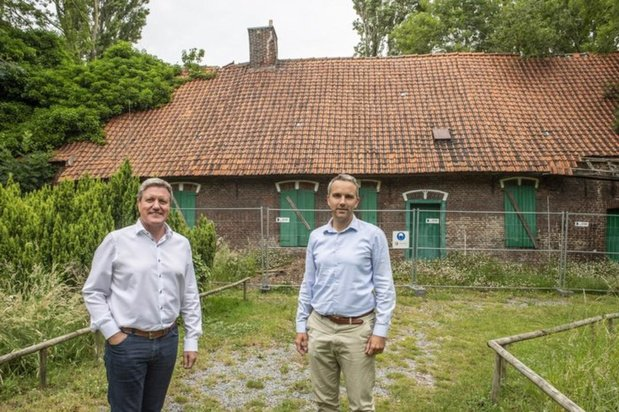 Brecht Vermeulen stelt zich vragen bij de sloop van de historische hoeve in Roeselare