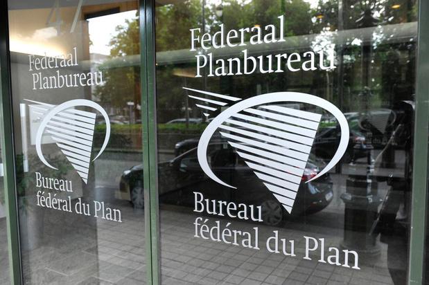 """124.000 """"années de vie"""" ont été perdues en 2020 en Belgique, selon le Bureau du plan"""