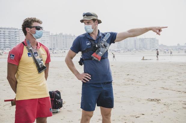 """Redders hijsen rode vlag even op strand van Oostende: """"Niet meer veilig voor ons"""""""