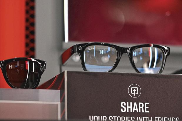 Ray-Ban sort des lunettes estampillées Facebook