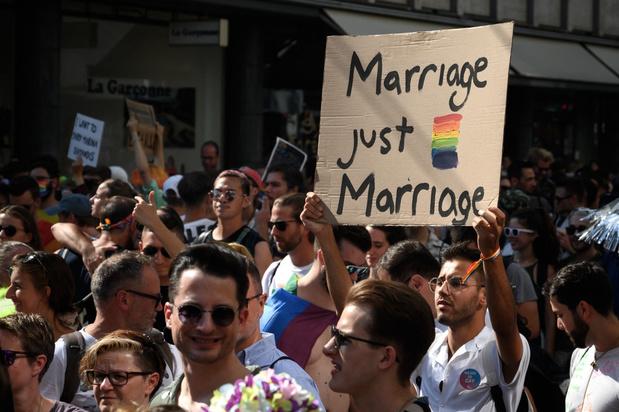 Grote betoging in Zürich voor 'huwelijk voor allemaal'
