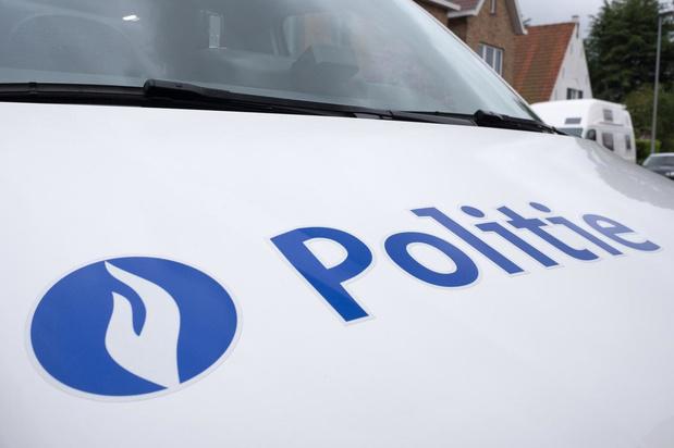 Politie zoekt twee jongemannen voor reeks overvallen