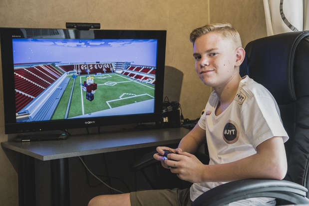 Jordy Steurbaut (15) bouwt stadion van Zulte Waregem na in Minecraft