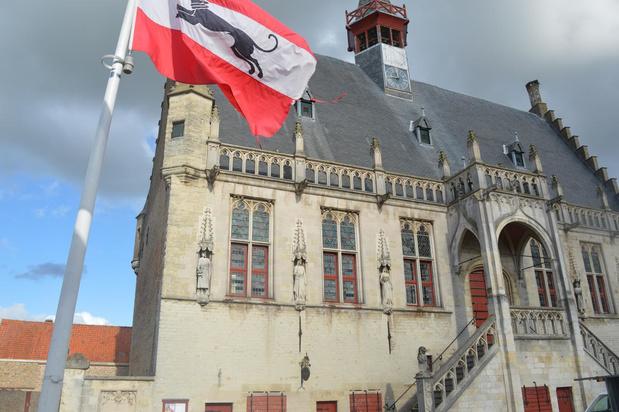 Burgemeester Coens wil terrassen op marktplein Damme bij heropstart horeca