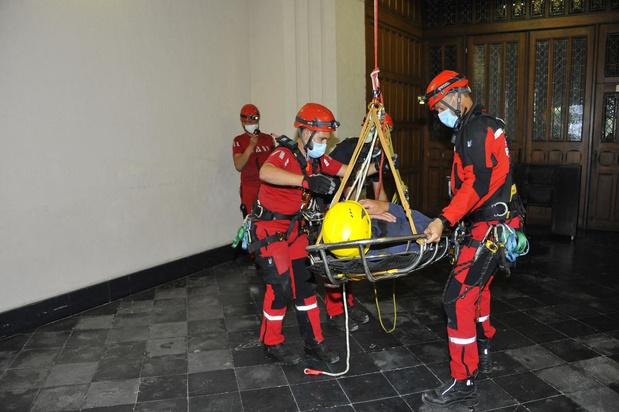 Brandweer oefent evacuatie uit kerk
