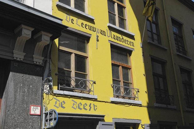 Dewinter (Vlaams Belang) investit dans le plus célèbre café nationaliste flamand à Anvers