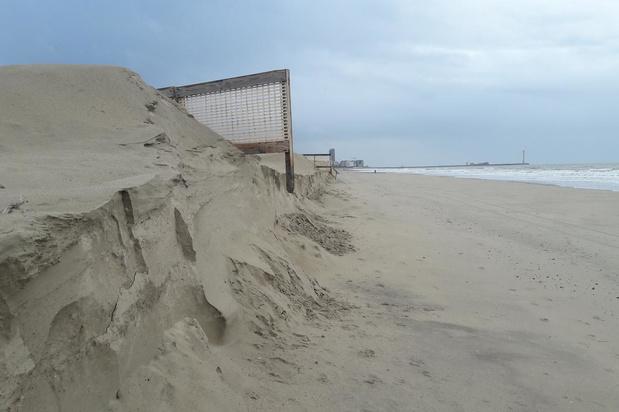 VIDEO Kliffen op stranden worden pas na het weekend gebroken