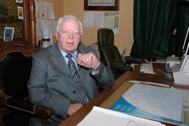 Erehaag en rouwregister in Izegem voor overleden ere-burgemeester Willy Verledens