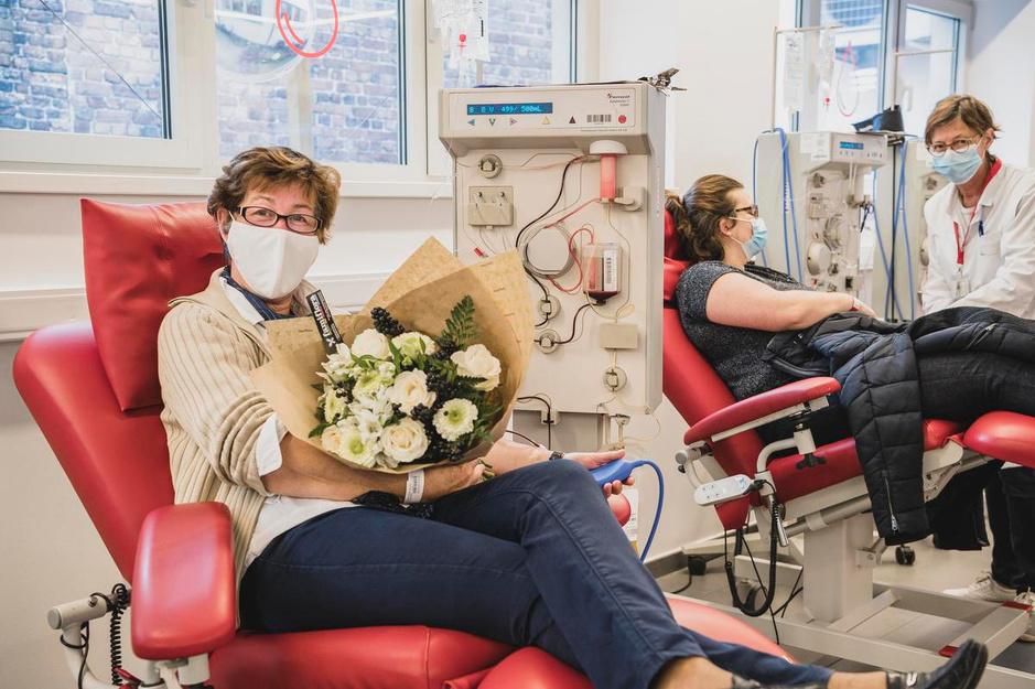 """Een bloemetje voor Francine: """"Bloed geven is voor ons heel normaal"""""""