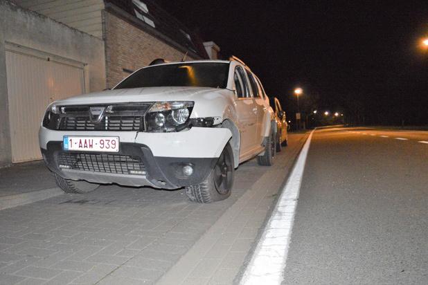 Geparkeerde wagen hard aangereden in Stationsstraat, daders plegen vluchtmisdrijf