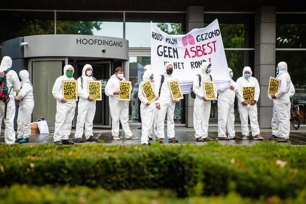 Protest aan provinciehuis tegen Harelbeekse asbestverwerker
